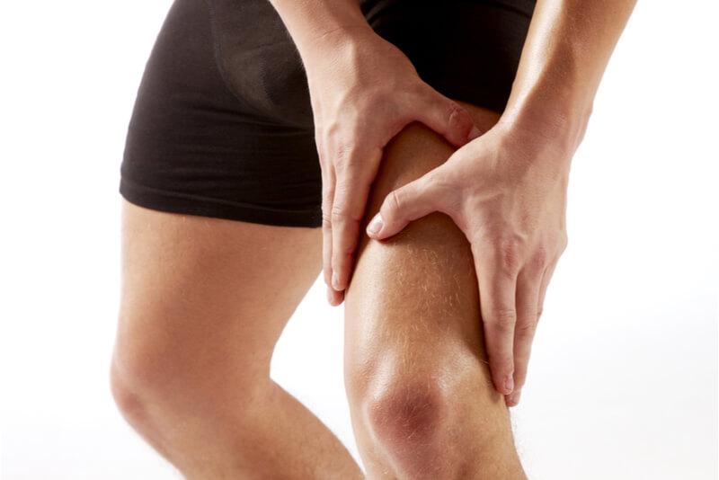 右足太ももの痛み