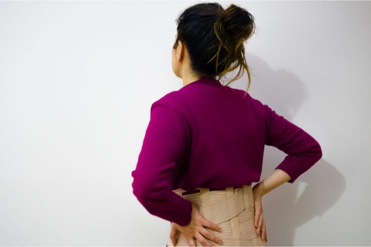 背中の全体が痛い!コルセットをしても改善しなかった痛みをアッという間に解消した方法とは?