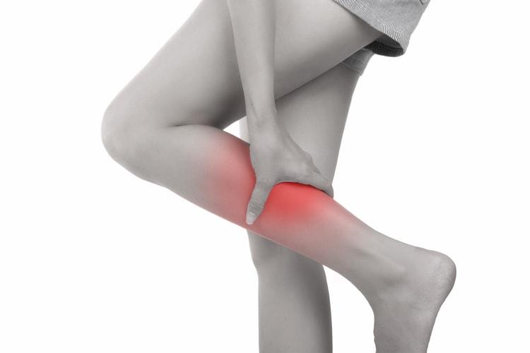 ふくらはぎの前側が痛い!湿布が効かずに諦めていた痛みを改善できた方法とは?